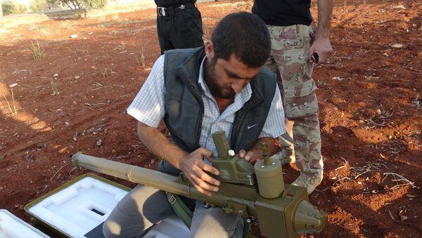 Jihadista monta lanciarazzi portatile FN-6 vicino Aleppo - Sputnik Italia