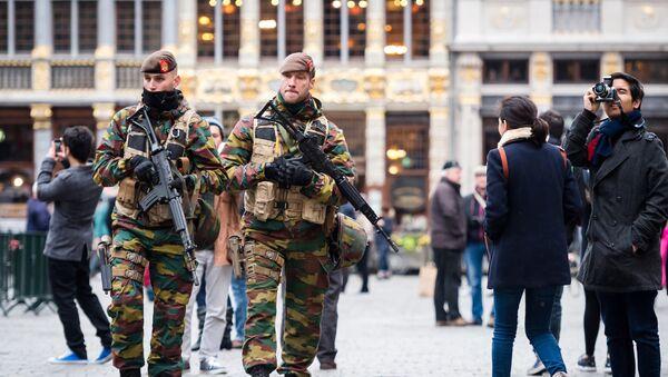 Militari a Bruxelles, Belgio - Sputnik Italia
