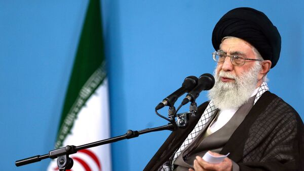 In this picture released by the official website of the office of the Iranian supreme leader, Supreme Leader Ayatollah Ali Khamenei delivers a speech during a meeting in Tehran, Wednesday, Sept. 9, 2015 - Sputnik Italia