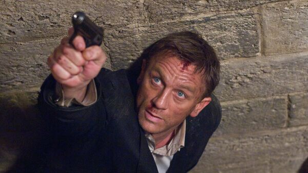Daniel Craig stars as James Bond 007 in pursuit of an Mi6 traitor in a scene from Quantum of Solace - Sputnik Italia