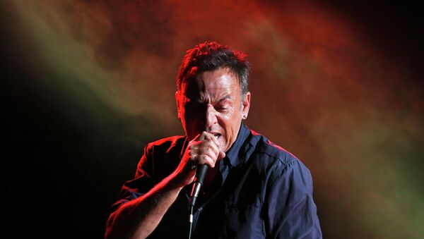 Musician Bruce Springsteen performs during the Stand Up for Heroes event at Madison Square Garden - Sputnik Italia
