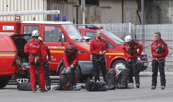 I vigili del fuoco francesi si preparano ad intervenire sul luogo dello schianto, nei pressi di Digne Les Bains nel sud della Francia - Sputnik Italia