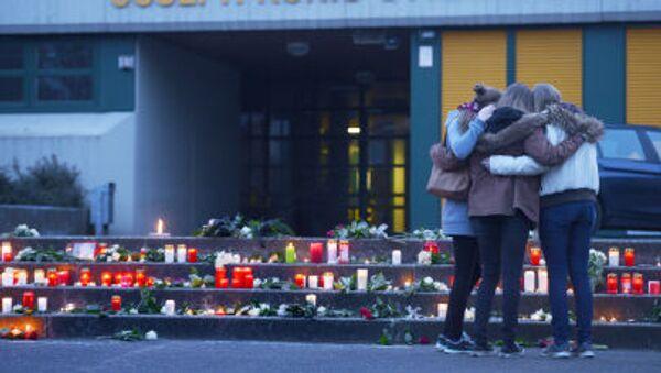 Школьники у мемориала погибшим в авиакатастрофе в Германии - Sputnik Italia