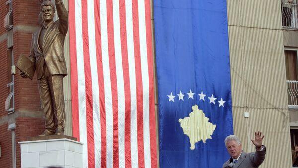 Statua del presidente USA Bill Clinton a Pristina, capitale del Kosovo - Sputnik Italia