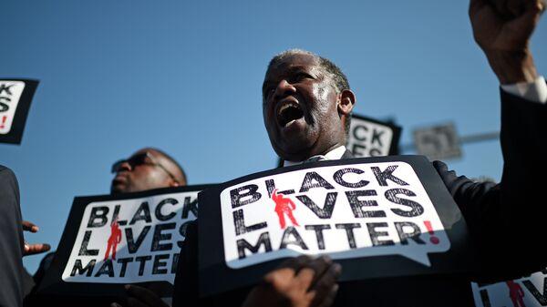 Uno dei partecipanti alla manifestazione Black Lives Matter - Sputnik Italia