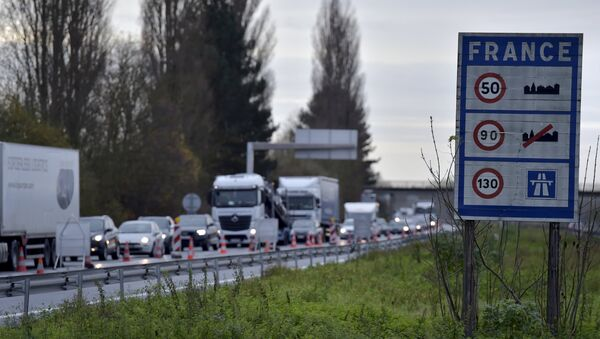 A view shows vehicles queueing in the highway from Paris to Brussels as Belgian and French police officers control the crossing of vehicles on the border between the two countries, following the deadly Paris attacks, in Crespin, France, November 14, 2015 - Sputnik Italia