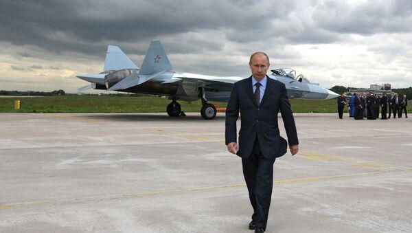 Vladimir Putin  presente al testaggio di caccia Sukhoi T-50 quinta generazione - Sputnik Italia