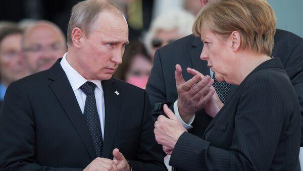 Vladimir Putin e Angela Merkel - Sputnik Italia