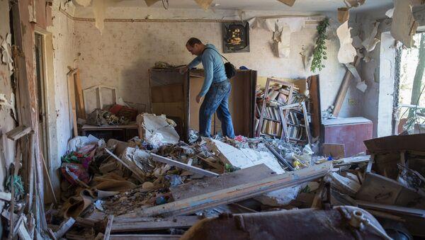 Danni dei bombardamenti ucraini nel Donbass - Sputnik Italia