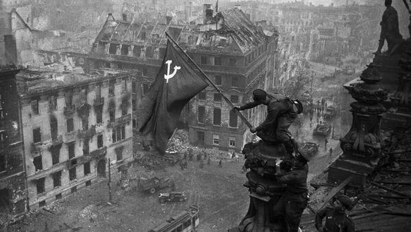 Bandiera sovietica su Reichstag - Sputnik Italia
