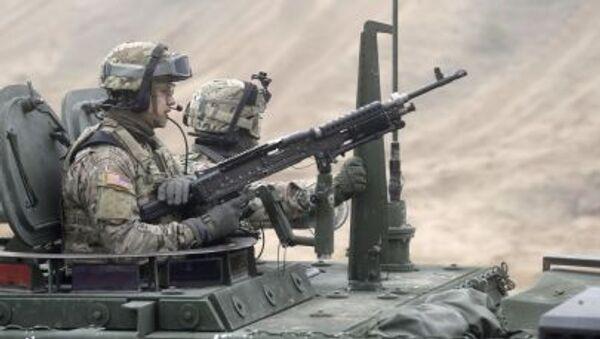 Soldati USA su veicolo Stryker in Lettonia - Sputnik Italia
