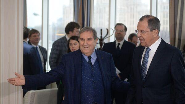 Il presidente della Camera di Comercio Italo-Russa Rosario Alessandrello insieme al ministro degli Esteri russo Sergey Lavrov - Sputnik Italia