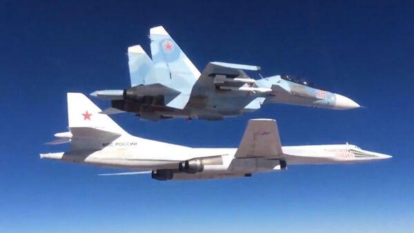 Caccia Su-30СМ e bombardiere Тu-160 dell'Aviazione russa - Sputnik Italia