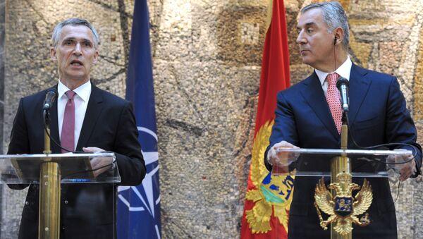 Генеральный секретарь НАТО Йенс Столтенберг и премьер-министр Черногории Мило Джуканович - Sputnik Italia