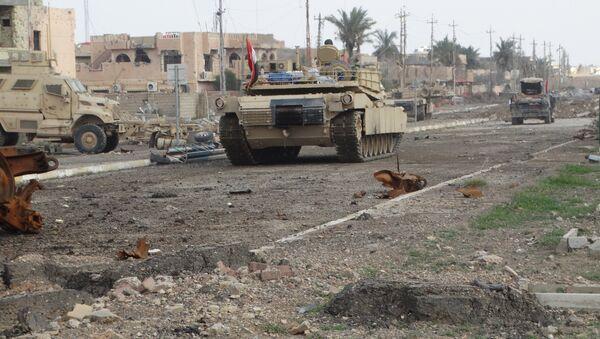 Un carro armato delle forze armate irachene a Ramadi, il 24 dicembre, 2015. - Sputnik Italia
