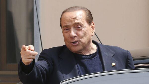 Бывший премьер-министр Италии Сильвио Берлускони - Sputnik Italia