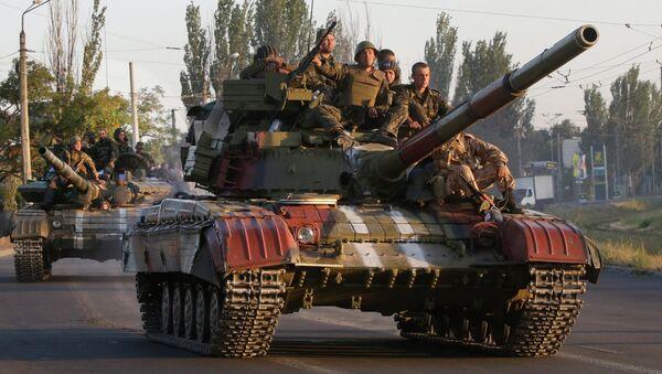Carri armati ucraini nei pressi di Mariupol - Sputnik Italia