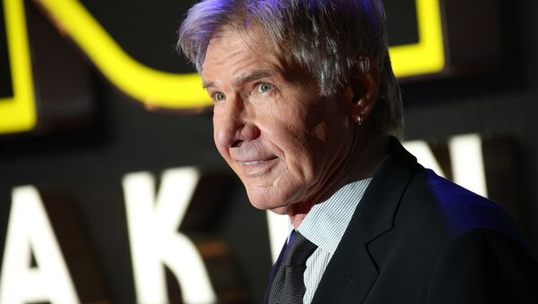 Harrison Ford poses for photographers upon arrival at the European premiere of the film 'Star Wars: The Force Awakens ' in London. - Sputnik Italia