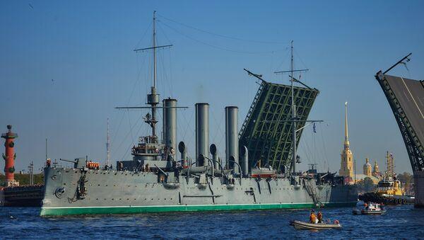 Cruiser Aurora towed for repairs - Sputnik Italia