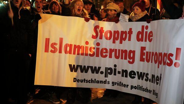 Proteste contro islam a Colonia, Germania, il 5 gennaio, 2016. - Sputnik Italia