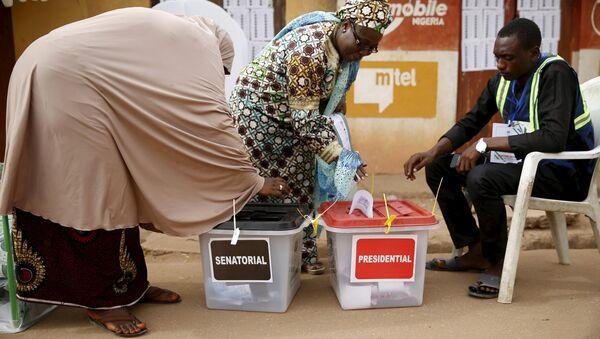 Women cast their votes at a polling unit in Daura, northwest Nigeria March 28, 2015 - Sputnik Italia