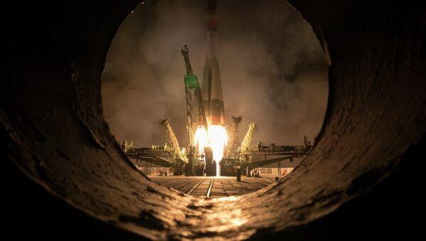 Il lancio della navicella Soyuz che porta in orbita la stazione spaziale internazionale - Sputnik Italia
