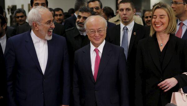 Mohammad Zarif (Iran), Yukiya Amano (AIEA) e Federica Mogherini (UE) - Sputnik Italia