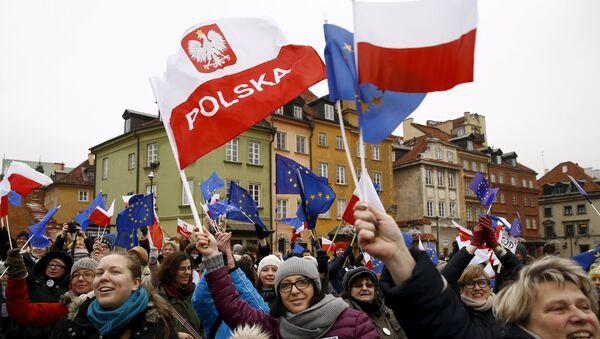 Manifestanti a Varsavia, Polonia - Sputnik Italia