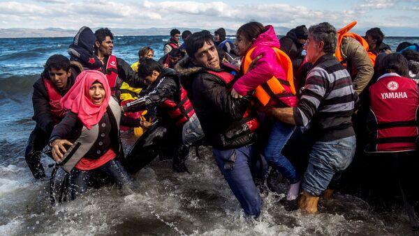 Profughi siriani provenienti dalla Turchia - Sputnik Italia