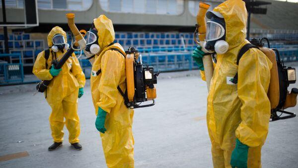 Agenti municipali spruzzano chimici contro il virus Zika a Rio de Janeiro - Sputnik Italia