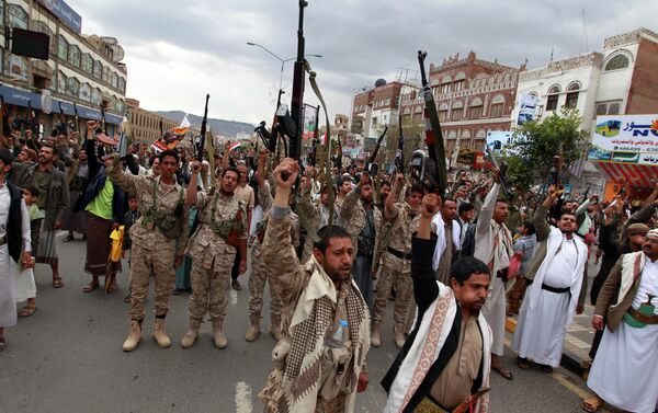 Ribelli Houthi in piazza, Yemen - Sputnik Italia