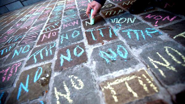 No TTIP writings in chalk - Sputnik Italia