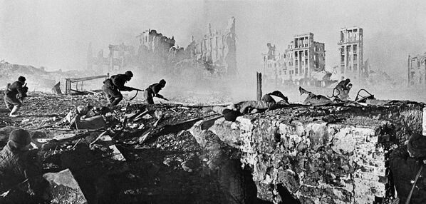 Non un passo indietro! Omaggio agli eroi di Stalingrado - Sputnik Italia