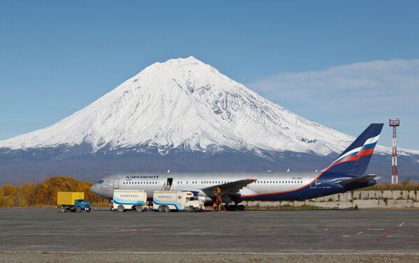 Un aereo sulla pista dell'aeroporto di Petropavlovsk Kamchatskiy - Sputnik Italia