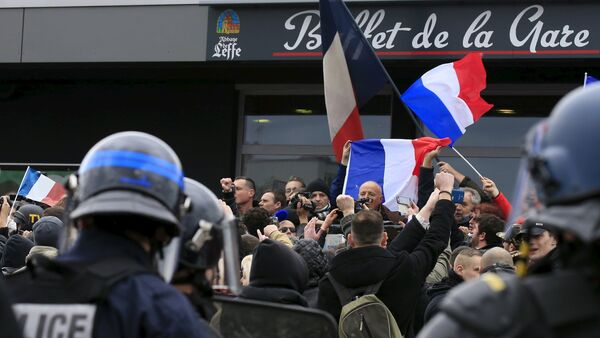 Manifestazione di Pegida a Calais - Sputnik Italia