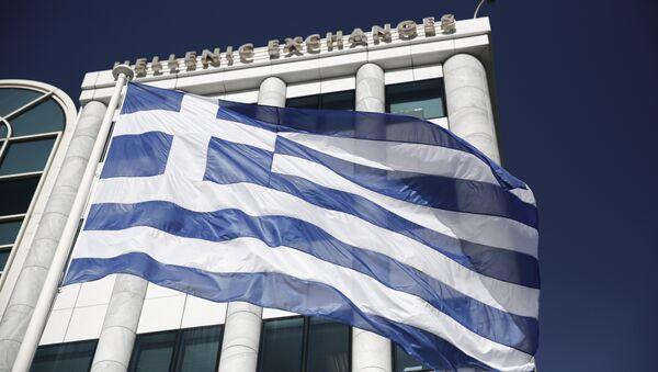 La bandiera greca davanti alla borsa di Atene - Sputnik Italia