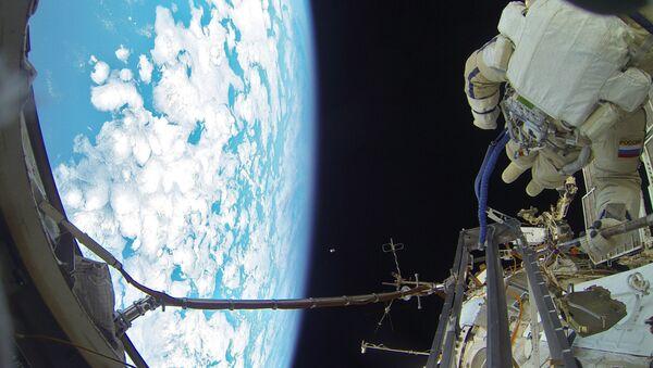 Space walk by Russian Cosmonauts - Sputnik Italia