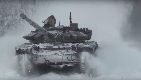 Allenamento per il biathlon dei carri armati - Sputnik Italia
