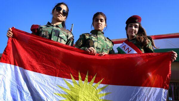 Iraqi Kurdish girls carry a Kurdistan flag during the celebration of Flag Day in the northern city of Arbil, the capital of the autonomous Kurdish region in northern Iraq - Sputnik Italia