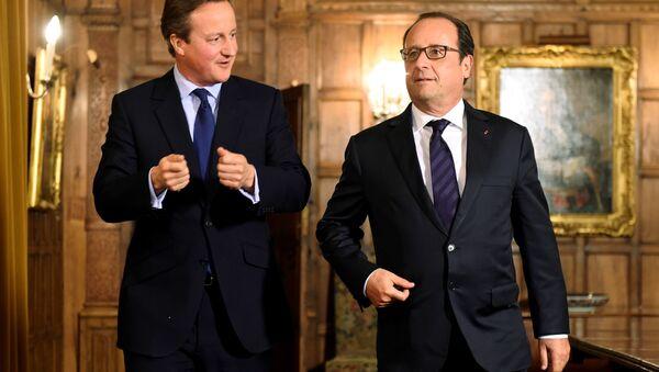 Francois Hollande e David Cameron - Sputnik Italia