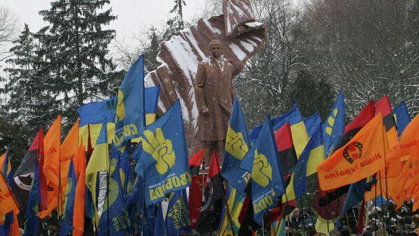Monumento al padre del nazionalismo ucraino Stepan Bandera, Ternopil - Sputnik Italia