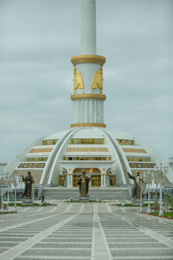Ashgabat, il monumento all'indipendenza - Sputnik Italia