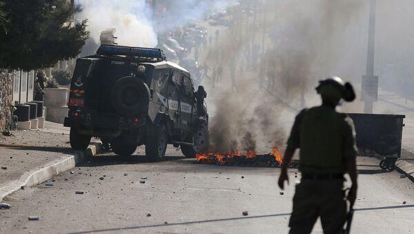 Столкновение палестинцев с израильскими войсками на Западном берегу Вифлеема - Sputnik Italia