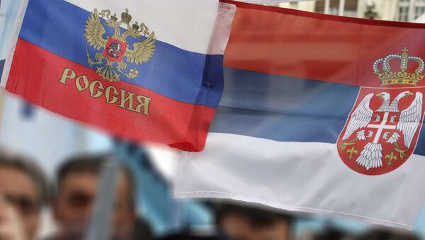 Le bandiere della Russia e della Serbia - Sputnik Italia