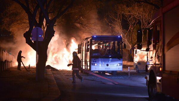 Pompieri in azione sul luogo dell'esplosione ad Ankara - Sputnik Italia