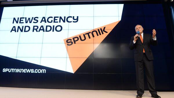 Il direttore generale di Rossiya Segodnya Dmitry Kiselevalla presentazione di Sputnik, nuovo marchio nel mondo dei mass media internazionali - Sputnik Italia