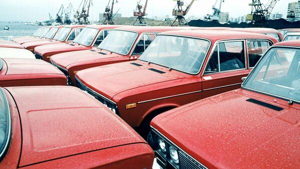 Новые автомобили ВАЗ-2106 на Волжском автомобильном заводе в Тольятти - Sputnik Italia