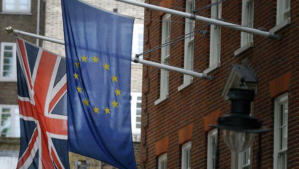Bandiere della Gran Bretagna e dell'UE - Sputnik Italia