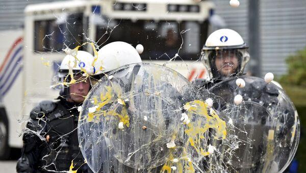 Scontri tra allevatori e polizia - Sputnik Italia