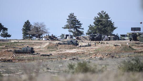 Artiglieria turca sul confine siriano - Sputnik Italia